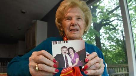 Miriam Chatinover holds a photo of her friend