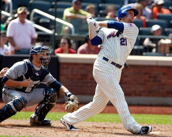 New York Mets' Lucas Duda hits a 2-run