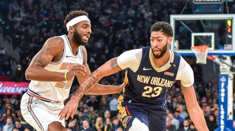 Pelicans forward Anthony Davis (23) drives to the