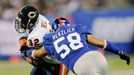 Mark Herzlich of the New York Giants tackles