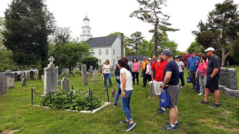 A guided tour covers Setauket's role in George