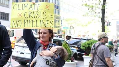 Many New Yorkers against the Williams pipeline protested