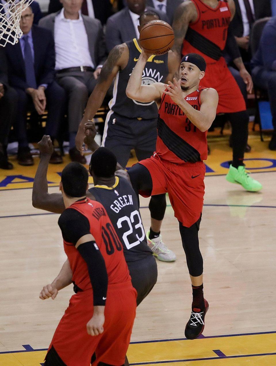 Portland Trail Blazers guard Seth Curry (31) shoots