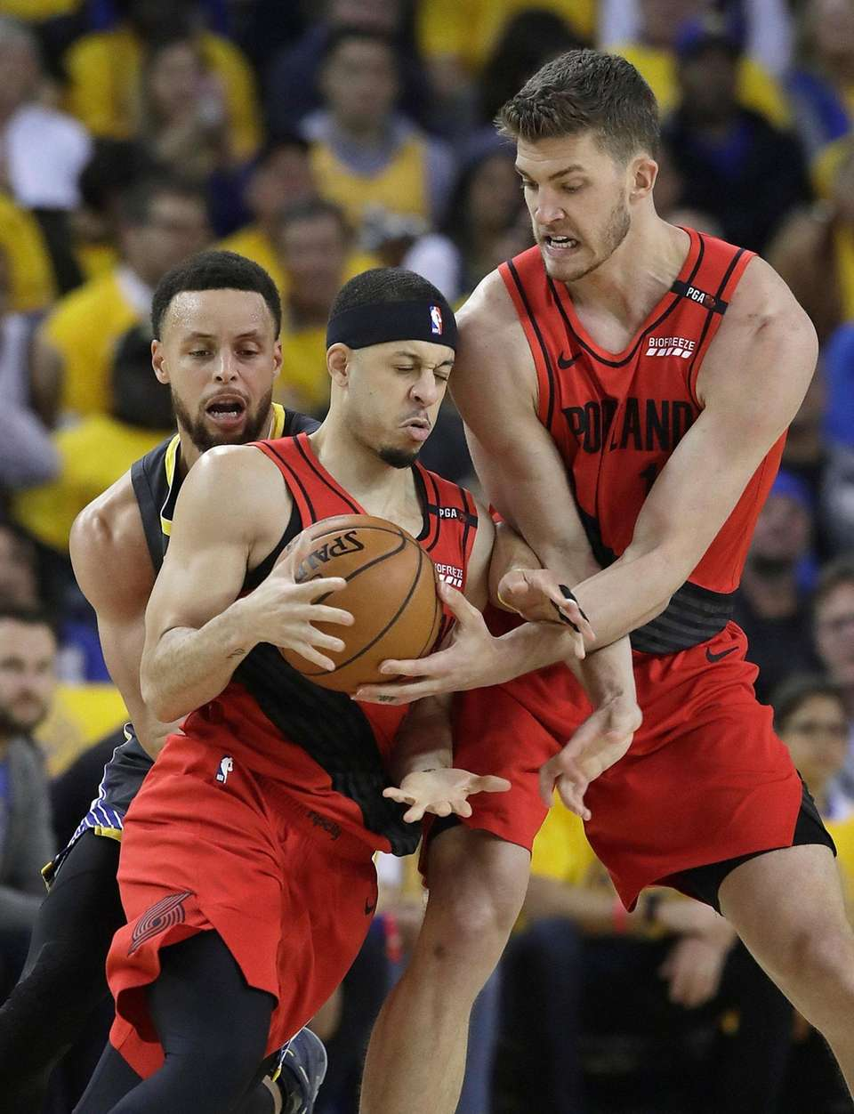 Portland Trail Blazers guard Seth Curry, center, controls