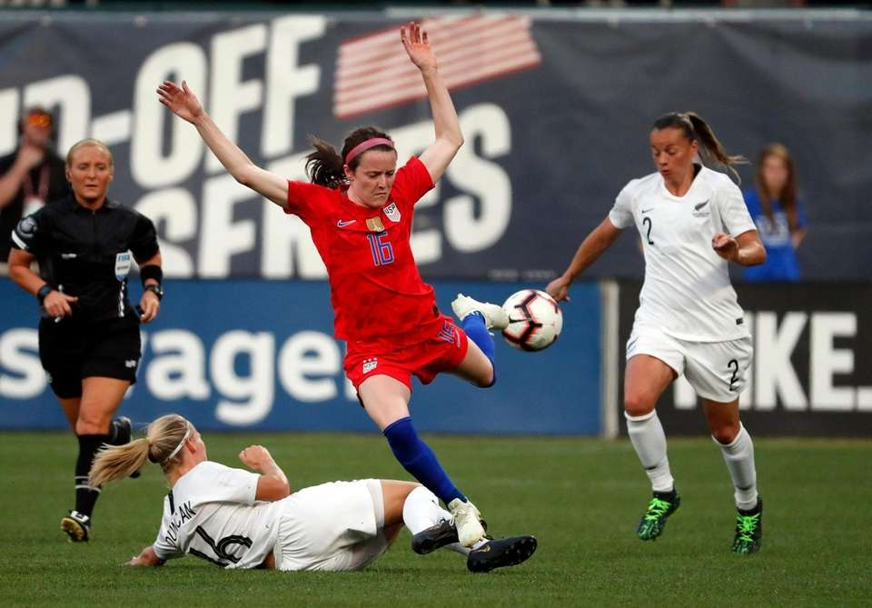 United States' Rose Lavelle, center, chases the ball