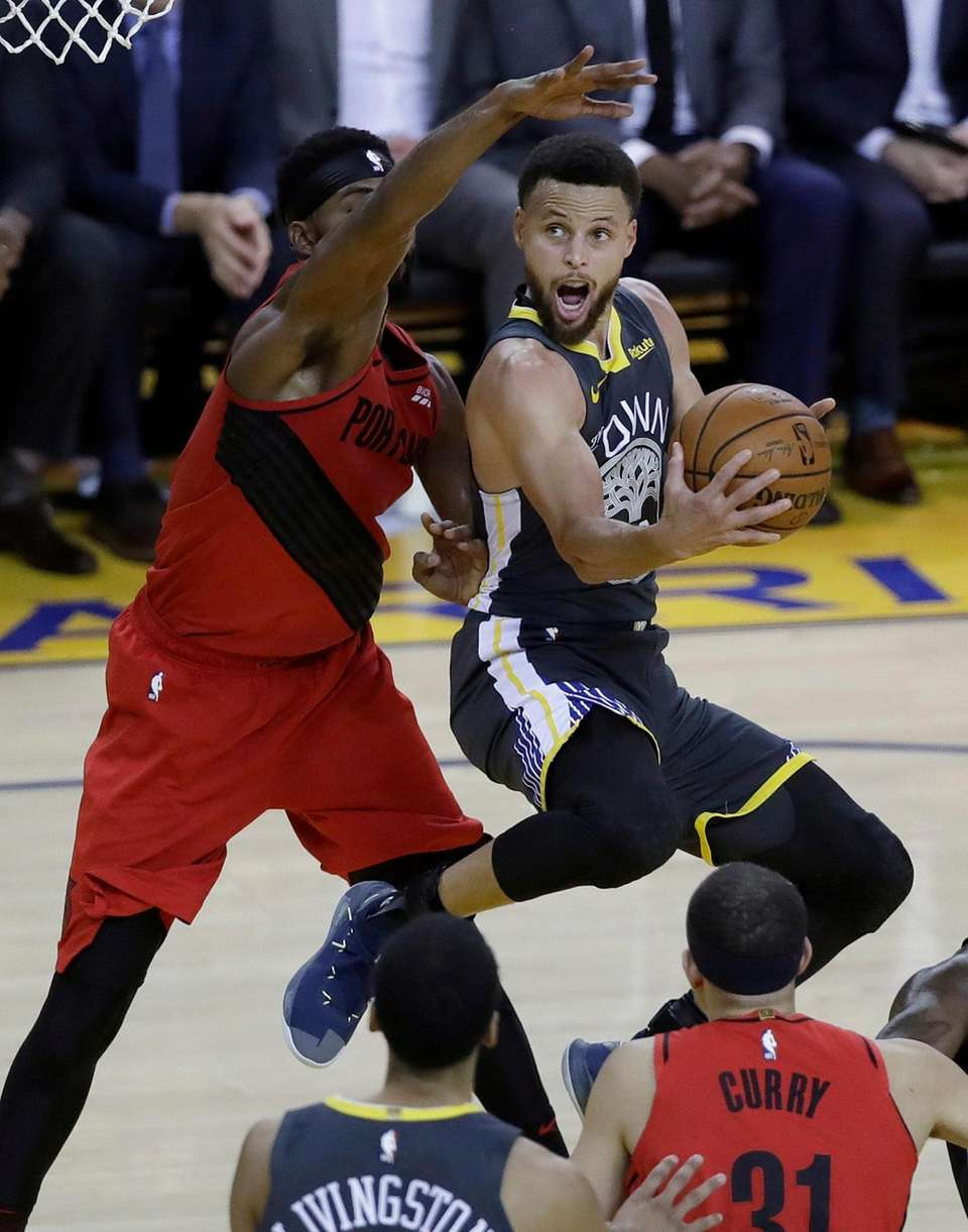 Golden State Warriors guard Stephen Curry, right, shoots