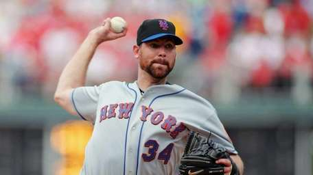 Mike Pelfrey #34 of the New York Mets