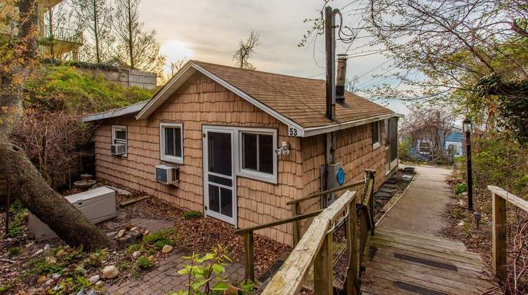 Baiting Hollow summer cottage lists for $129,990