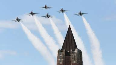The United States Air Force Thunderbirds take to