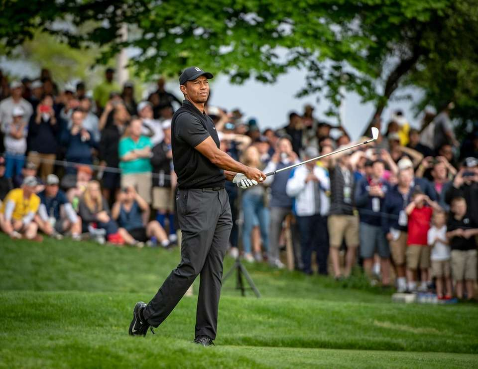 Tiger Woods teeing off at the 17th tee