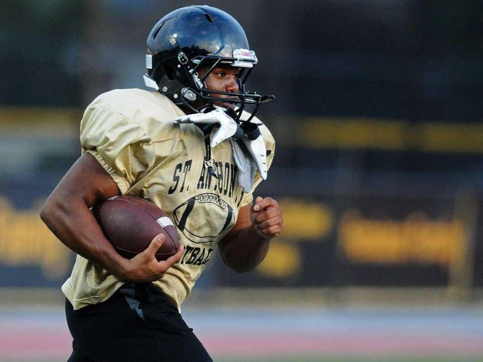 St. Anthony's High School running back Dariyan Riley