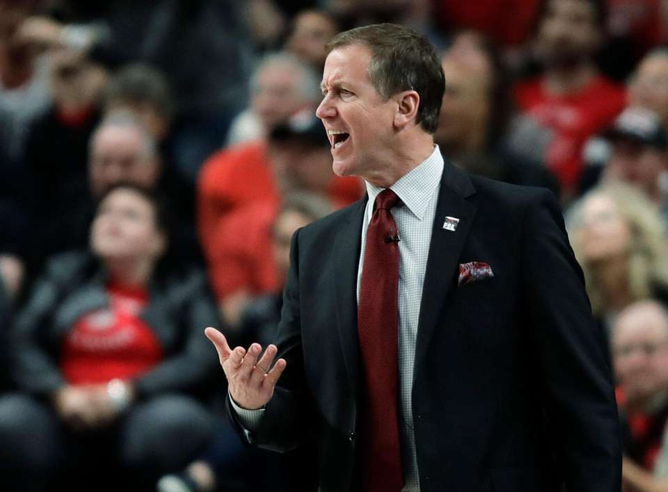 Portland Trail Blazers coach Terry Stotts calls to
