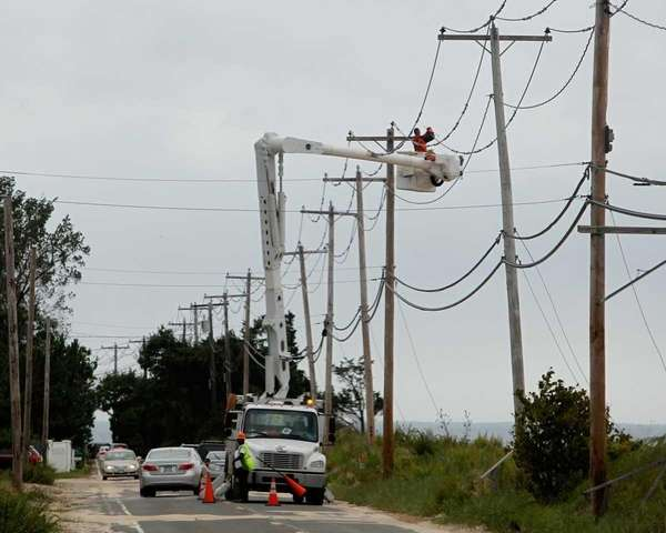 LIPA workers repair power lines in Asharoken after