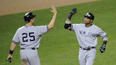 New York Yankees' Robinson Cano, right, celebrates his