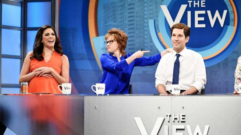 'SNL' wraps season with cast cliffhanger