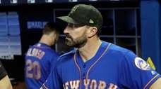Mets manager Mickey Callaway stands in the dugout