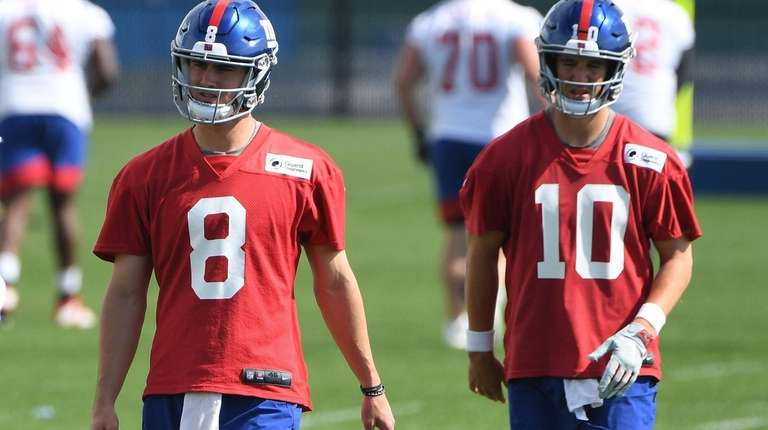 Eli Manning and Daniel Jones take the field together for the first time at Giants OTA