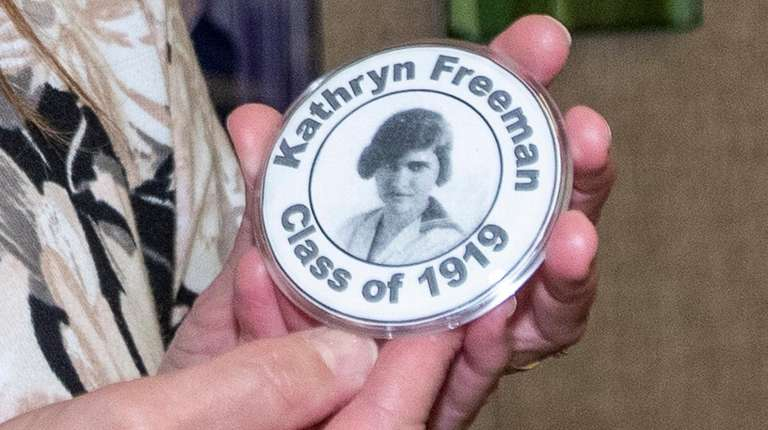 The photo button of Kathryn Freeman, a 1919