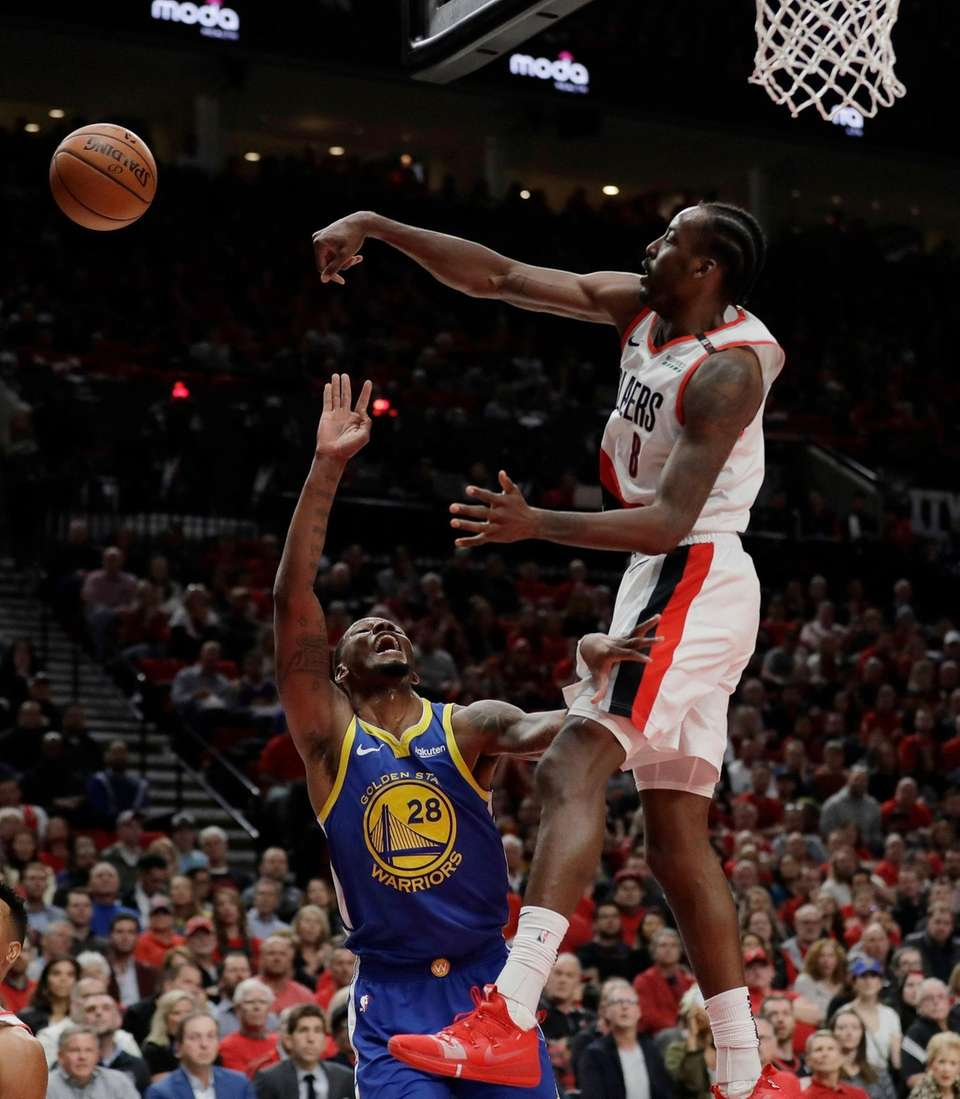 Portland Trail Blazers forward Al-Farouq Aminu, right, blocks