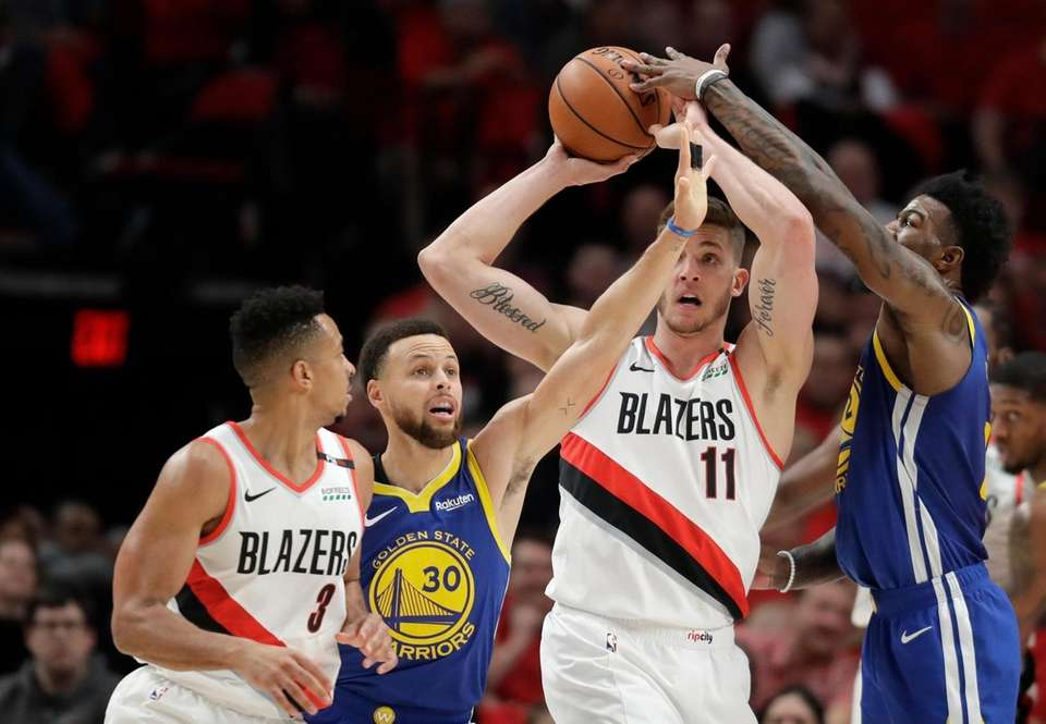 Portland Trail Blazers forward Meyers Leonard (11) tries
