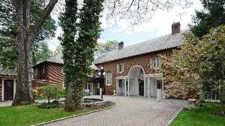 The Old Westbury home that architect Thomas Hastings,