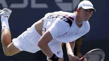 Kevin Anderson defeated Michael Llodra in straight sets
