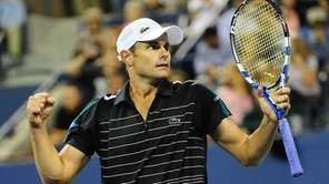 Andy Roddick celebrates after winning against fellow American