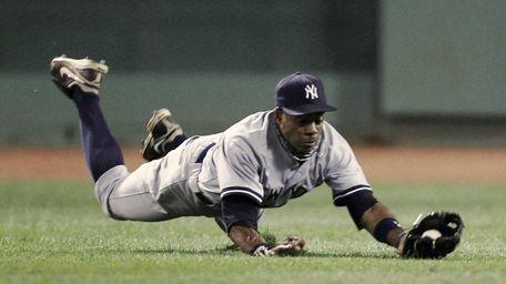 New York Yankees center fielder Curtis Granderson makes