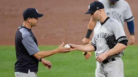 Yankees manager Aaron Boone, left, pulls starting pitcher