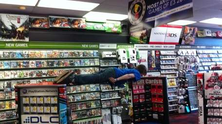 A photo John Mazzocchi tweeted of himself, planking