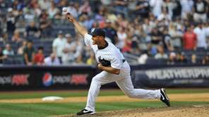Mariano Rivera pitches the 9th inning against the
