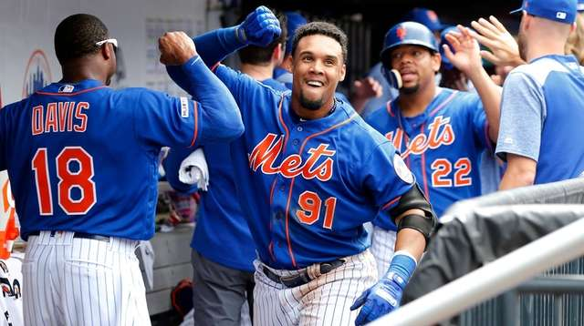 Carlos Gomez of the Mets celebrates his eighth-inning