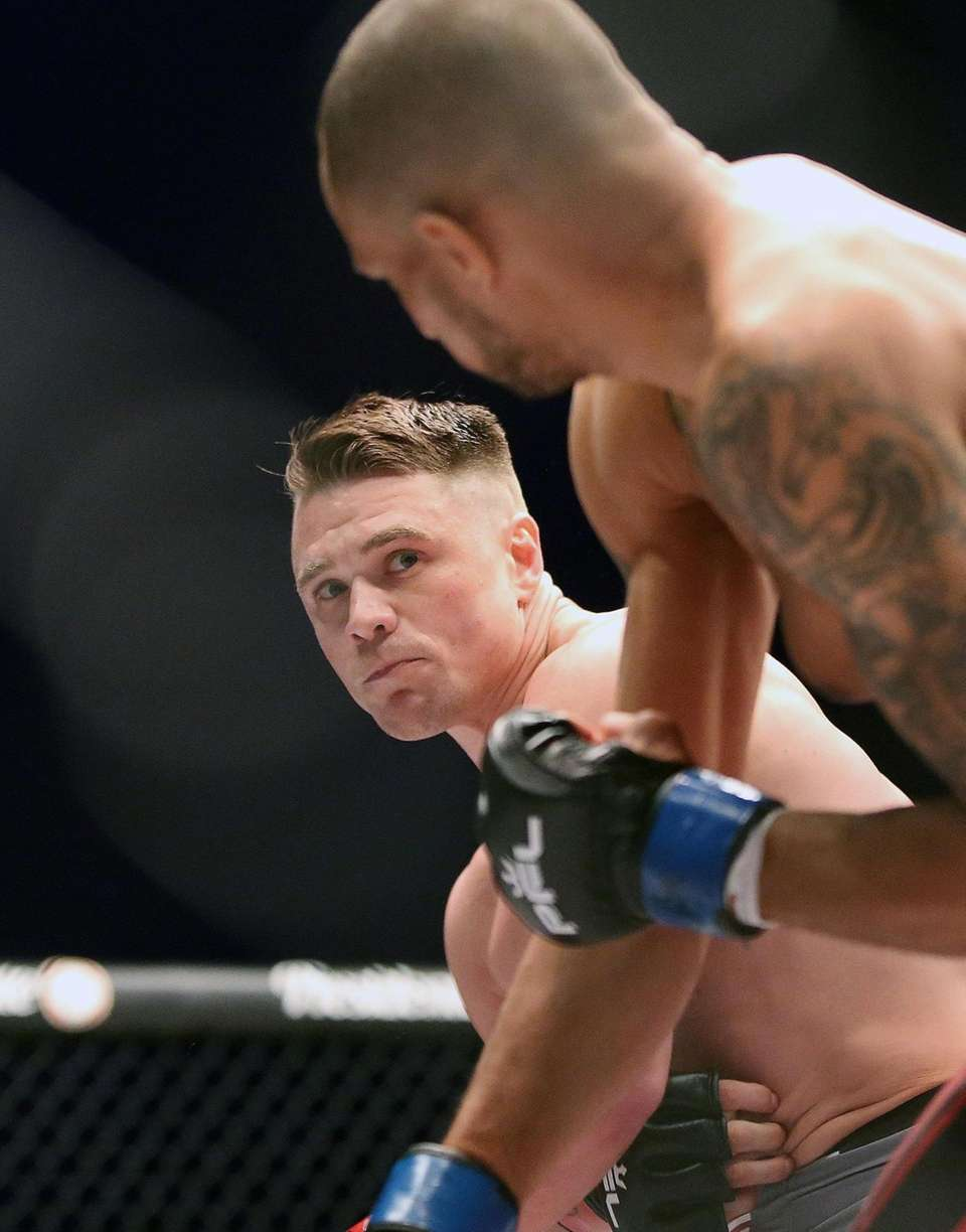 Chris Wade defeated Nate Andrews by decision during