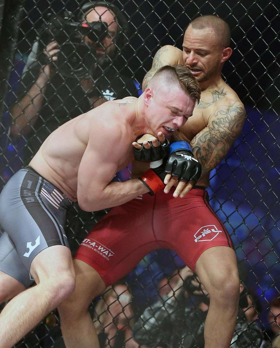 Chris Wade (left) defeated Nate Andrews by decision
