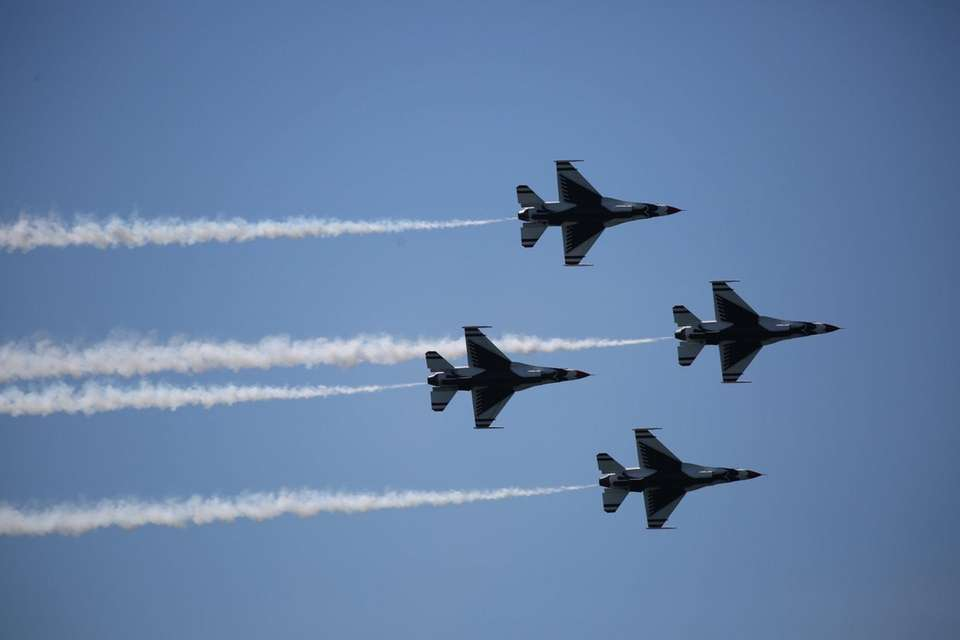 The U.S. Air Force Thunderbirds rehearse for the