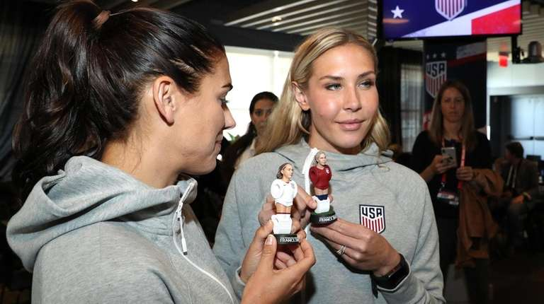 Alex Morgan and Allie Long pose with their