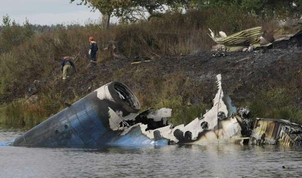 Rescuers seen at the crash site of Russian