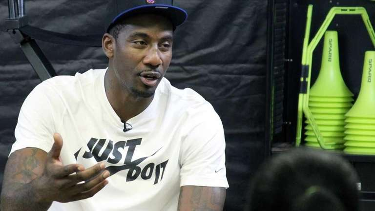 Amar'e Stoudemire speaks to a group of youth