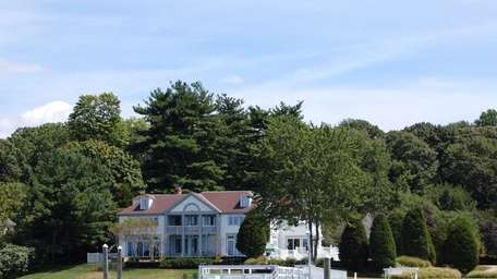 The waterfront Cove Neck estate once owned by
