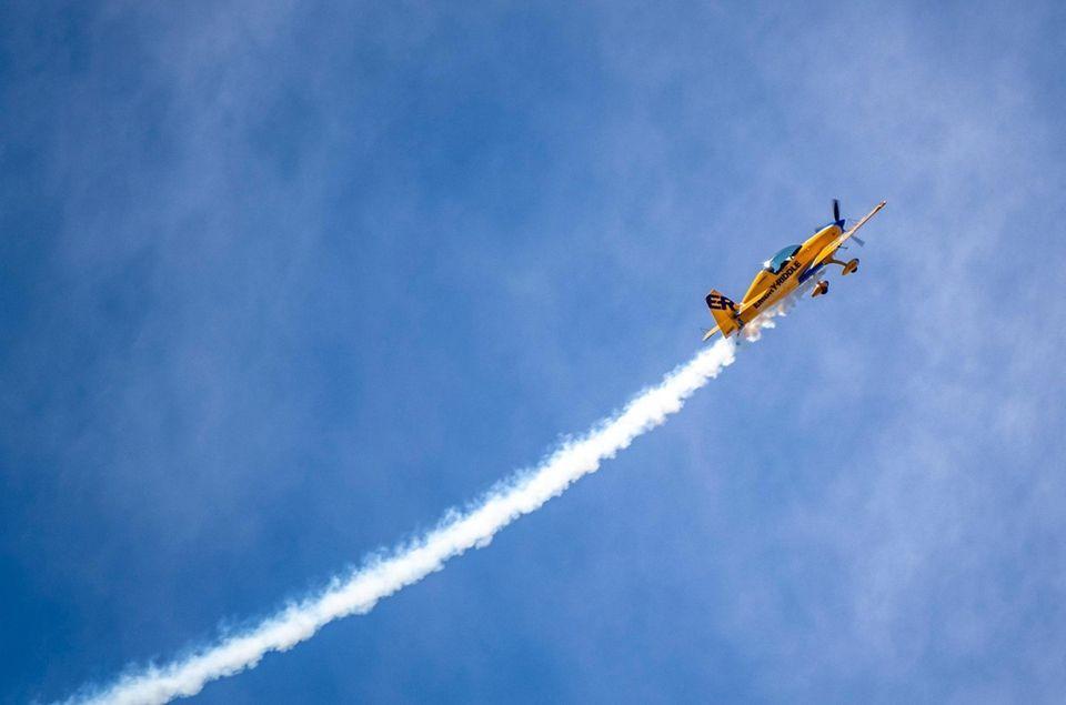 Matt Chapman flying the Extra 330 LX Embry