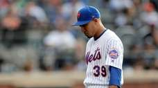 Mets' Edwin Diaz heads to the dugout after