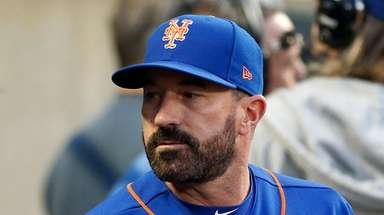 Manager Mickey Callaway #36 of the New York