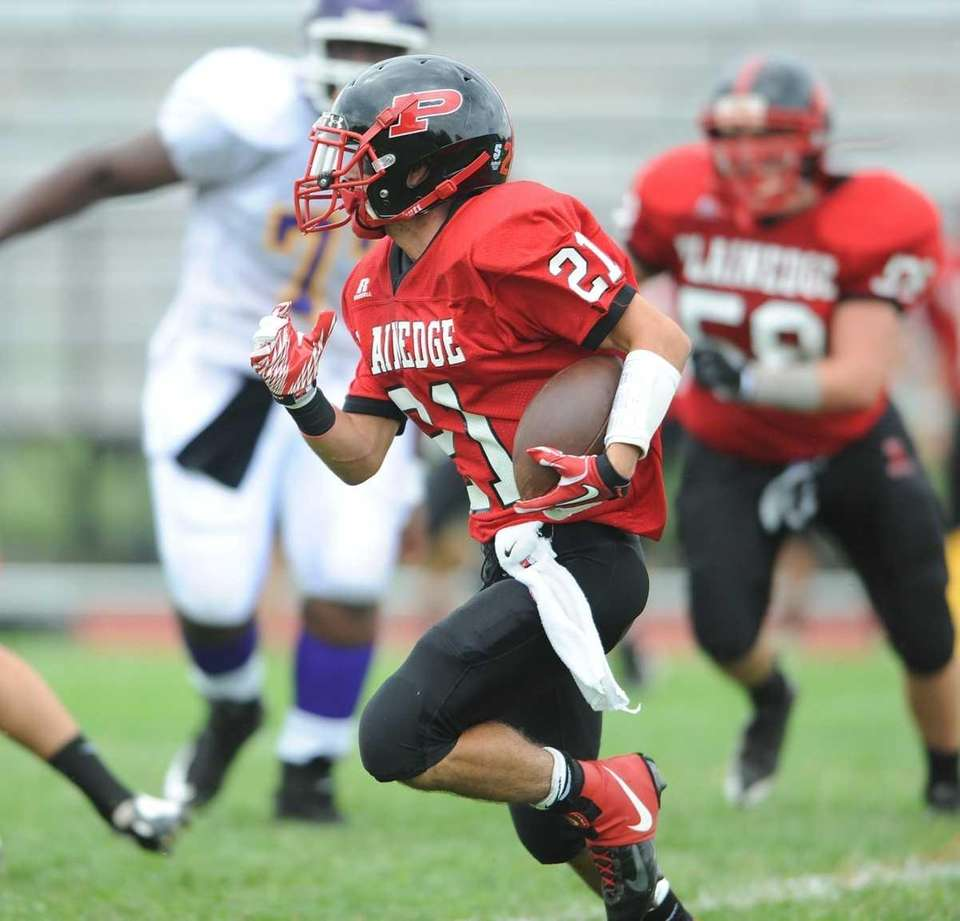 Ralph Caccavale of the Plainedge Red Devils makes