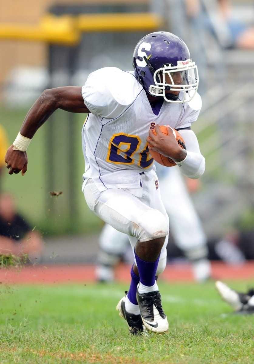 Sewanhaka's #20 Malik Morris runs on a handoff