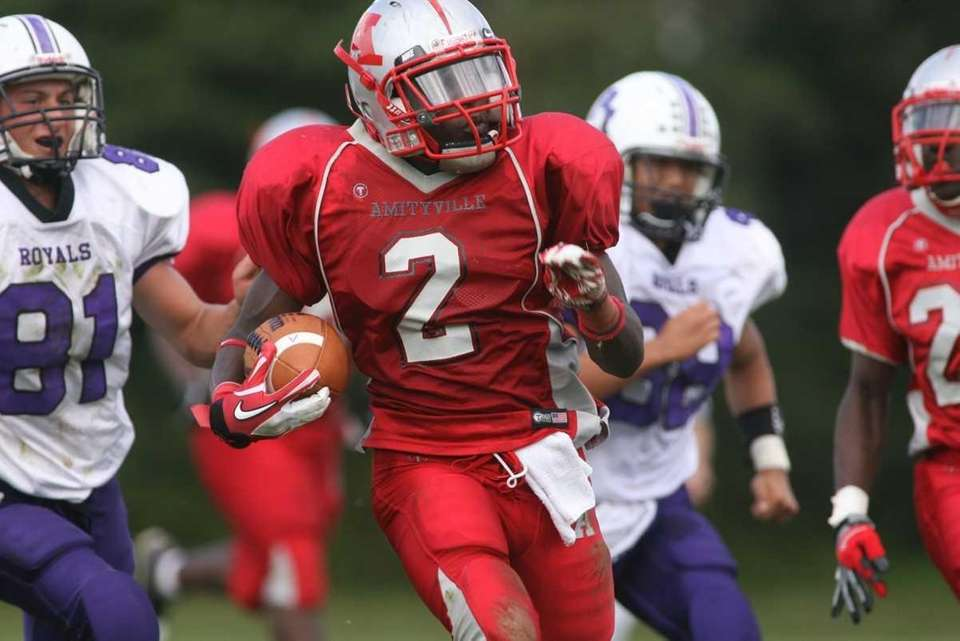 Amityville HS's #2 Willie White breaks free from