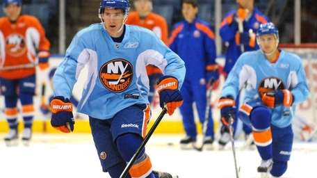 Ryan Strome performs agility drills during New York