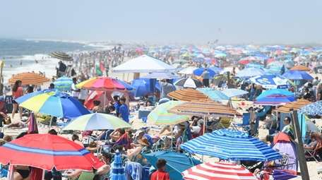 Spectators and beachgoers at the Bethpage Air Show