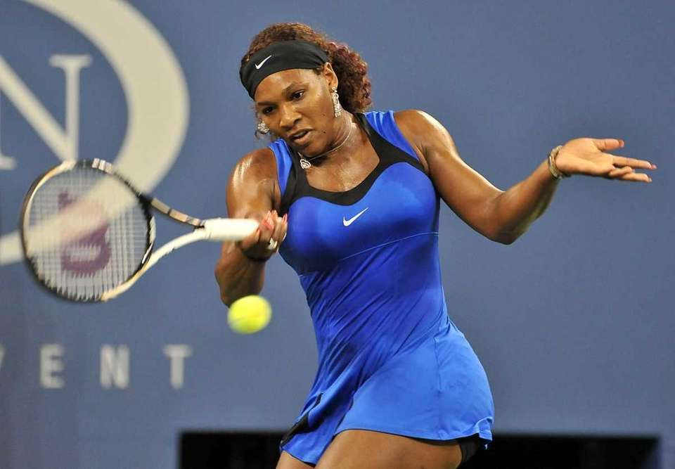 Serena Williams hitting a forehand against Caroline Wozniacki