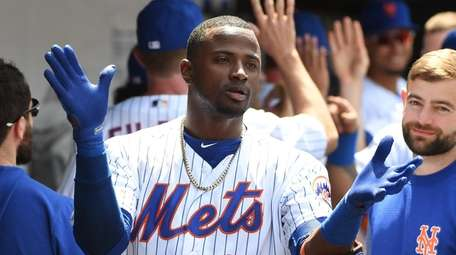 It's high-five time in the Mets dugout after