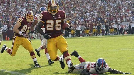 Washington Redskins running back Tim Hightower carries the